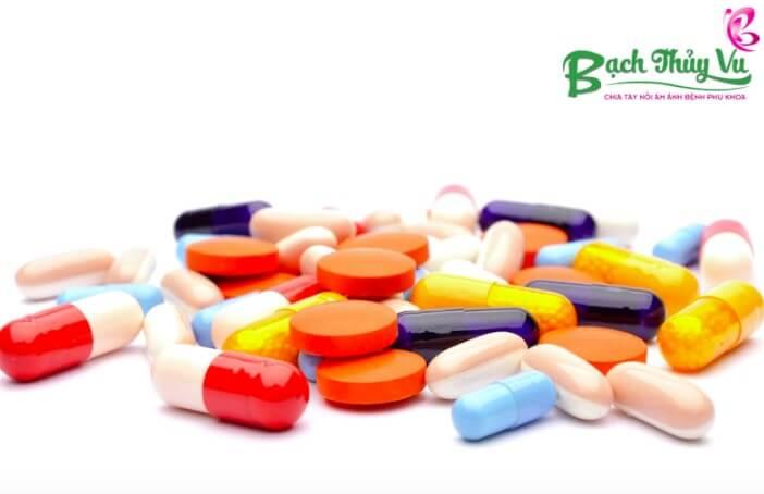 Đừng tự ý ra tiệm mua kháng sinh về điều trị